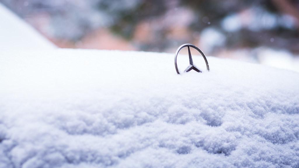 Mercedes under a blanket of snow ferdinand villadiego for Mercedes benz blanket