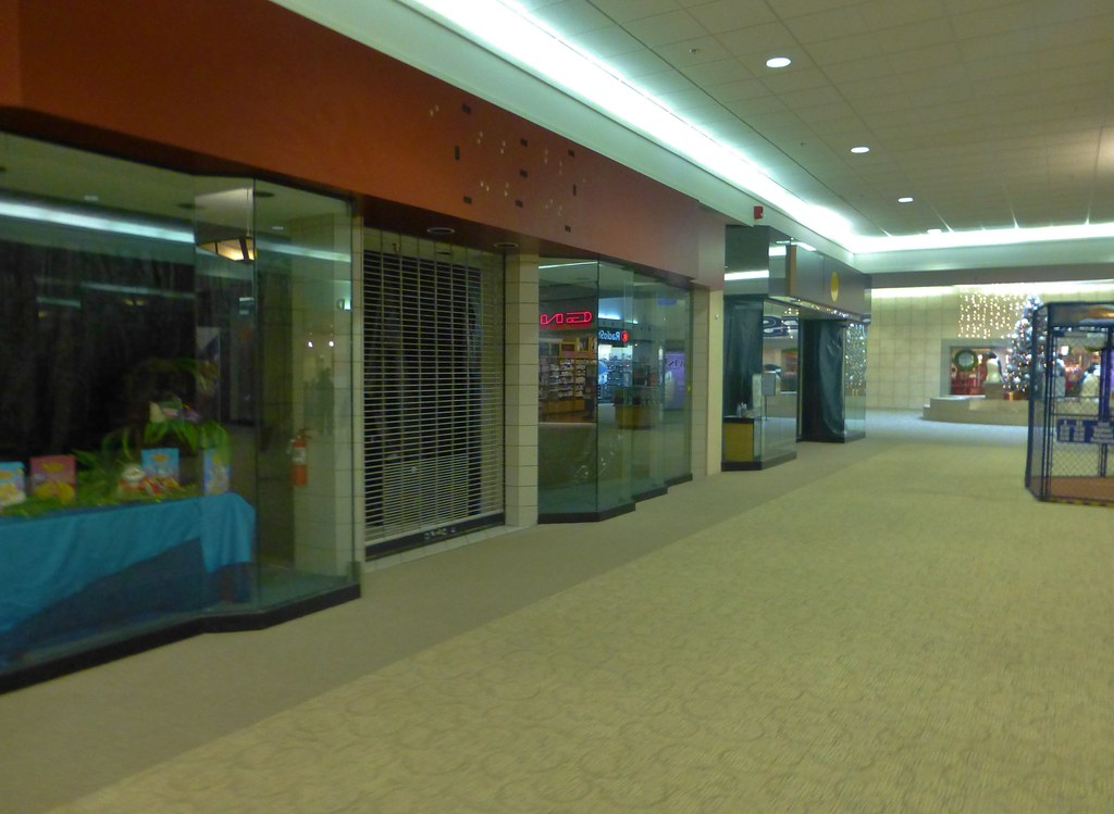 Empty Stores Sandusky Mall The Sandusky Mall Opened In