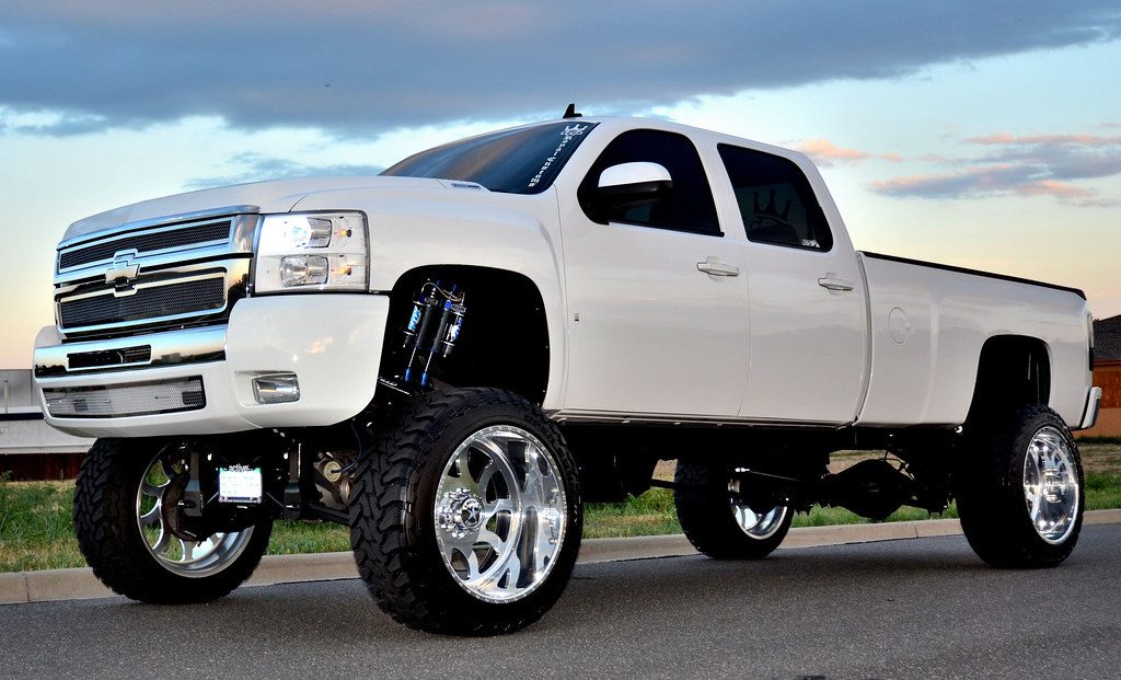 "SUPERSINGLE - 8LUG - 2008 CHEVY 3500 INDY 24"" X 14"" 