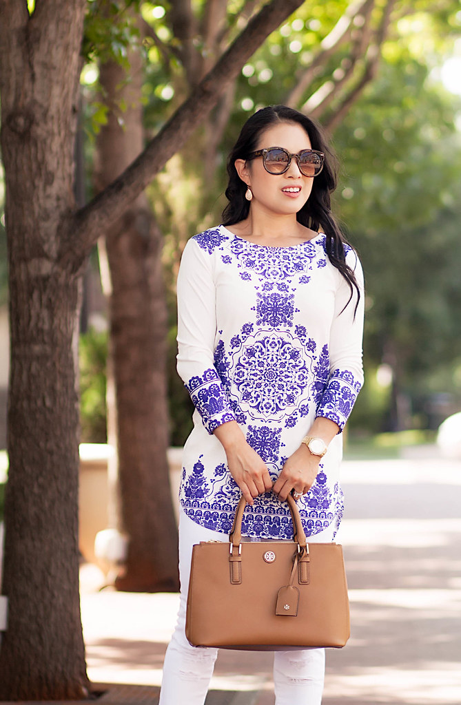 cute & little blog | blue white vintage print tunic dress, white distressed jeans, tory burch mini robinson | spring summer outfit