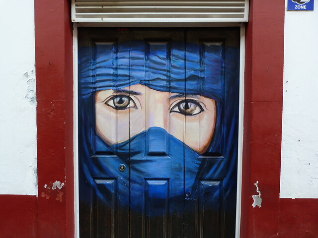 Puerta pintada en Funchal (Madeira)