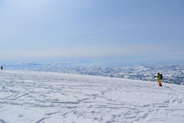 冬の守門岳 広大な雪原の山頂
