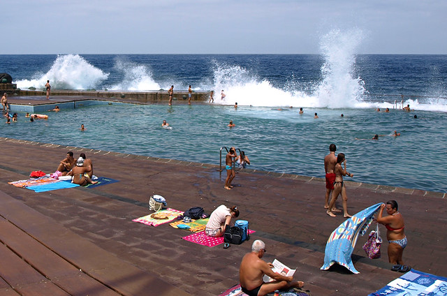 Waves, sea pool, Bajamar