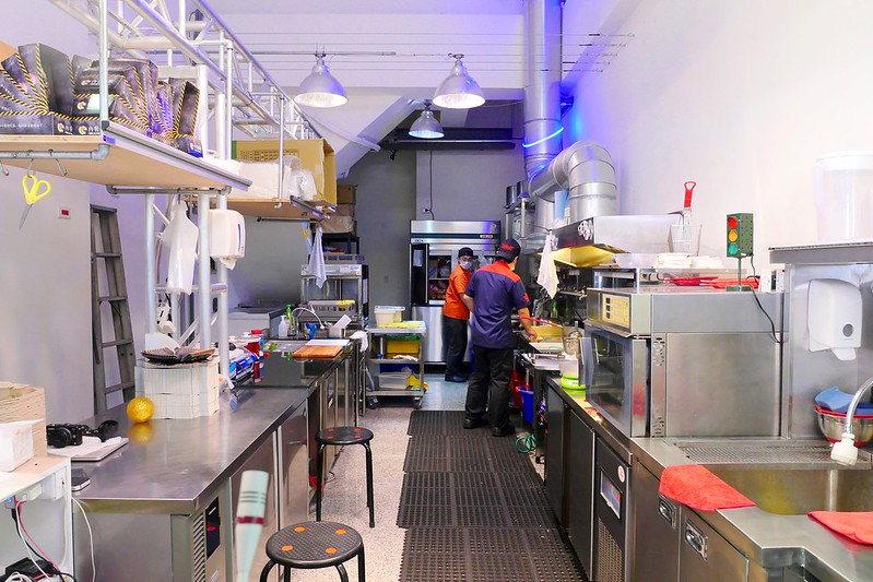 32797094431 68e1d7f13e c - 【熱血採訪】堡彪專業美式漢堡:看電影也能享受外帶豪邁工業風漢堡!每層6.5盎司三倍純牛肉起司漢堡真材實料好推薦!