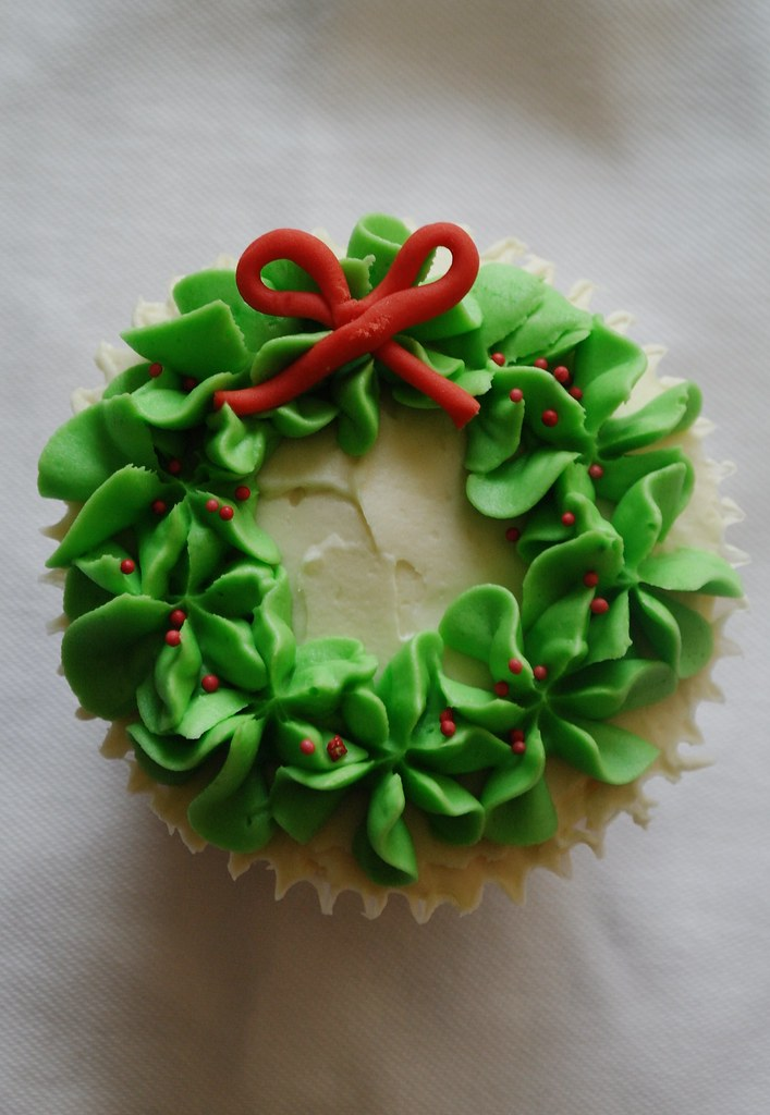 Christmas Wreath Cupcake Www Thereforthebaking Com Flickr