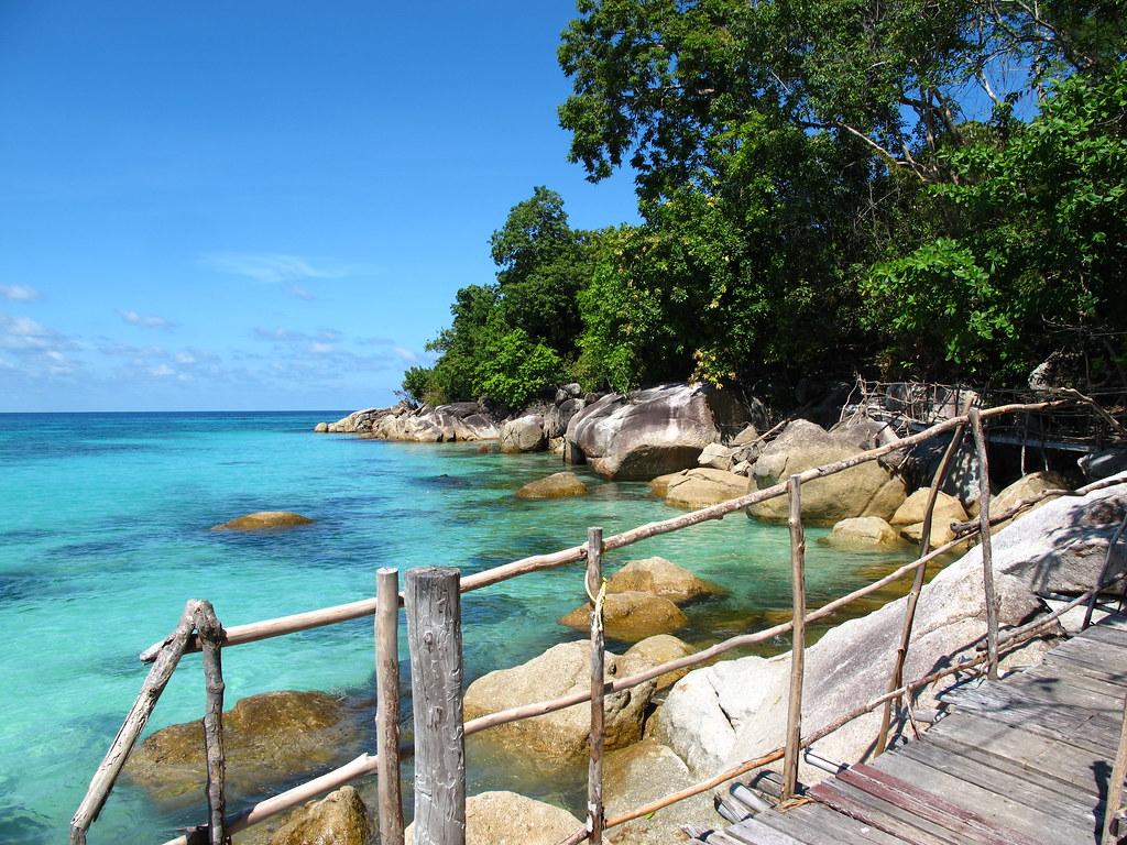 Ko lipe diving path to sanom beach resort koh lipe ta - Sanom beach dive resort ...