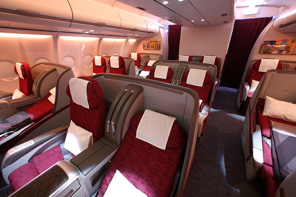 Pic 14 qatar airways 39 airbus a340 600 business class for Interieur airbus a340 600