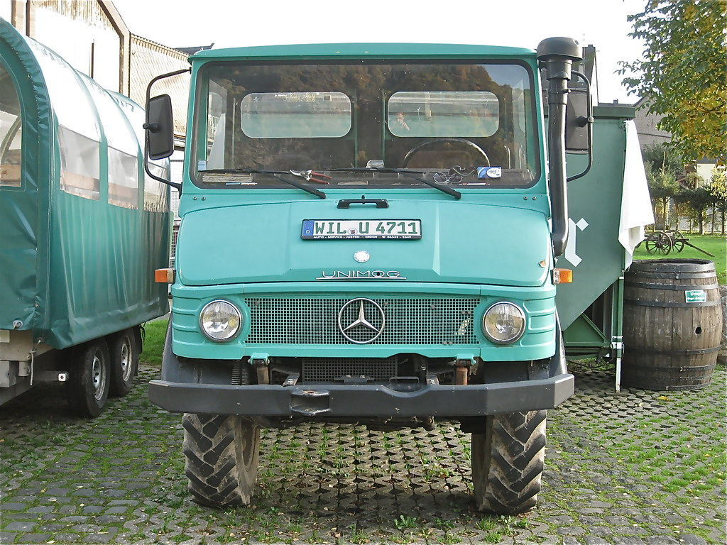 Mercedes benz unimog small 4x4 truck these kind of all for Mercedes benz truck 4x4