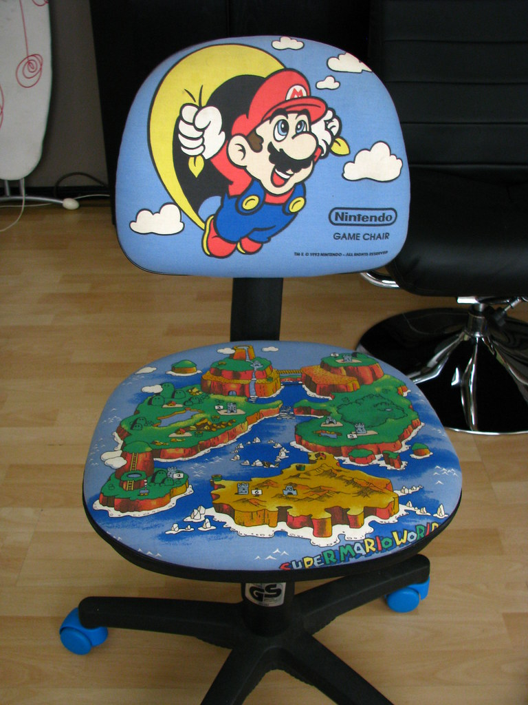 the official super mario game chair | anno 1993 | dennis