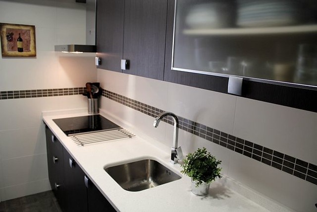 Dise o de cocinas en pinto cocina moderna roma wengue - Cocinas de silestone ...