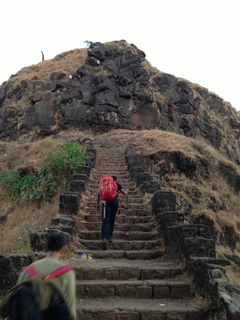 Trek to Raigad Fort via Mangaon, Nizampur Chhatri | The ...