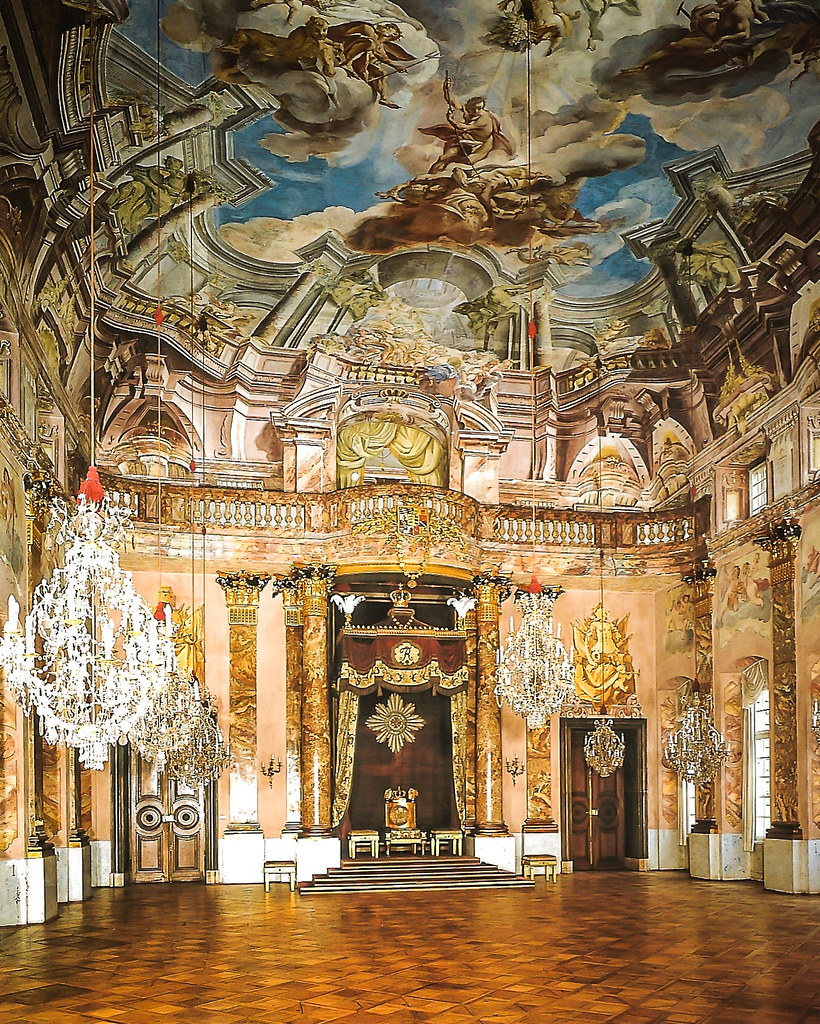 Great knight 39 s hall at ludwigsburg schloss palace germ for Difference between baroque and rococo