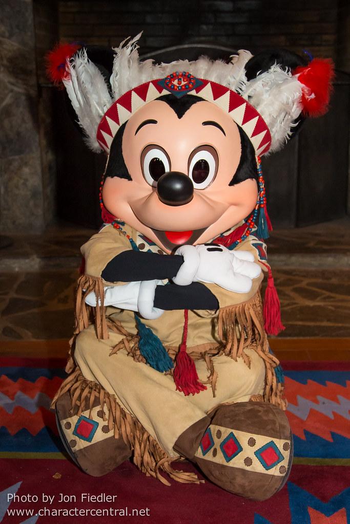 DLP Feb 2014 - Meeting Mickey Mouse   Disneyland Paris ...