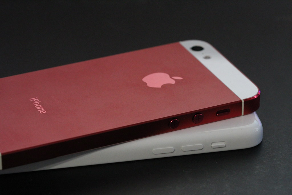 red iphone 5c iphone 5c vs iphone 5 housing gudedomo flickr 12844