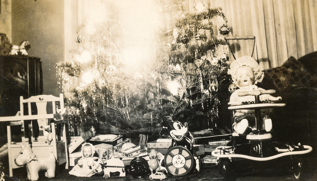 Gifts under the Christmas tree, 1935