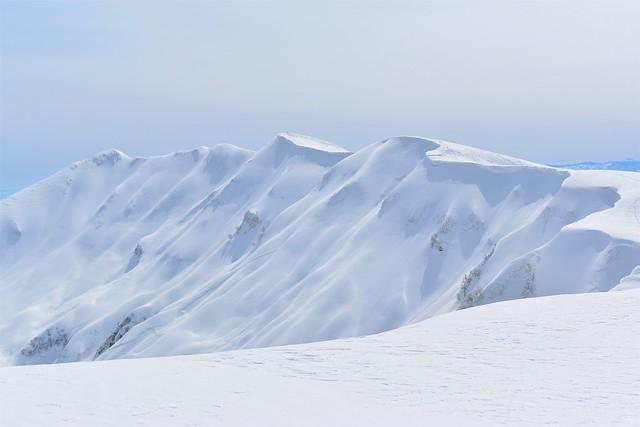 東洋一の大雪庇を誇る冬の守門岳