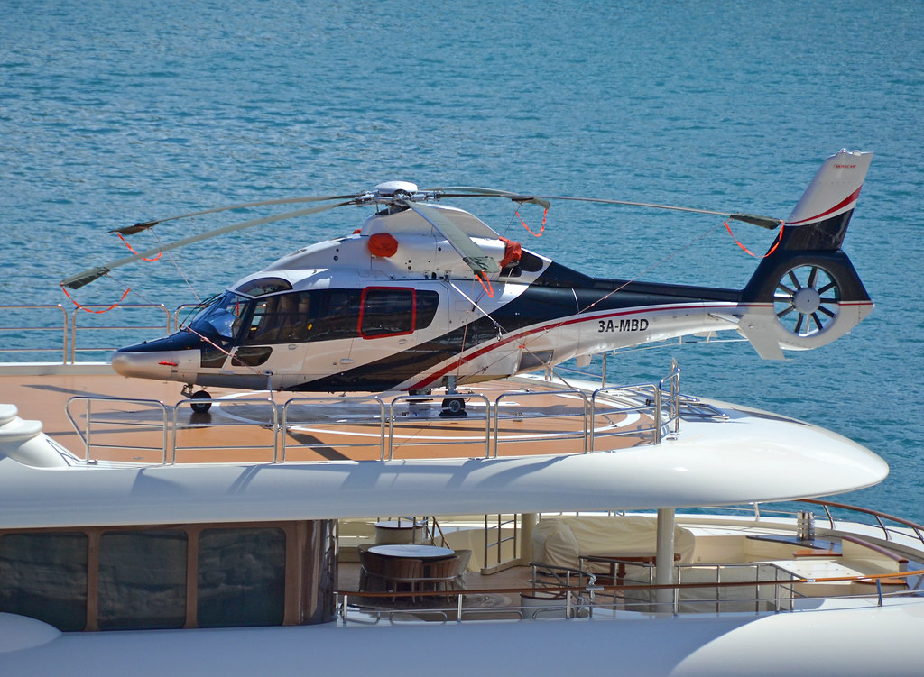 Helicopter on dilbar a eurocopter ec155b1 dauphin on the for Helicoptere interieur