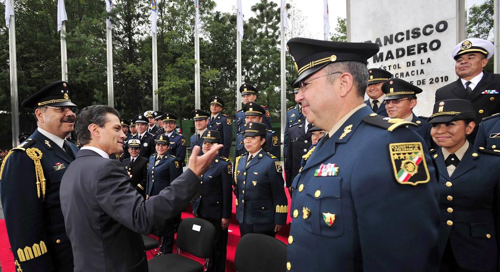 Ceremonia De Ascenso Del Personal Del Estado Mayor Preside