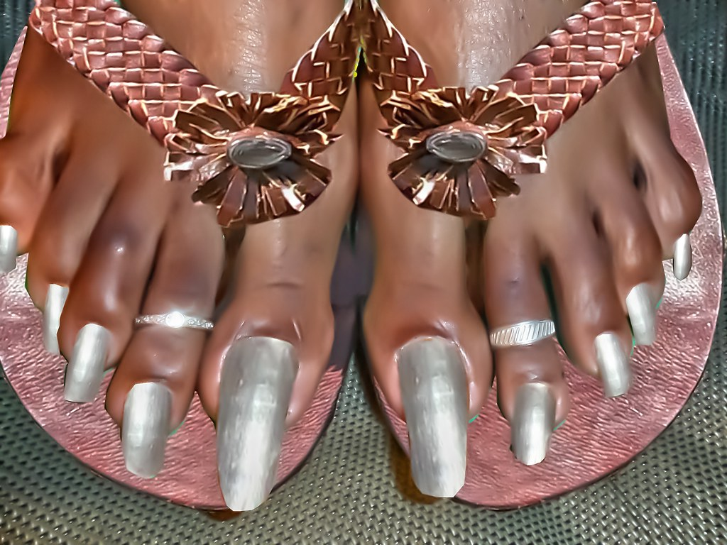 very long toenails in african sandals | a collection of ... - photo#15