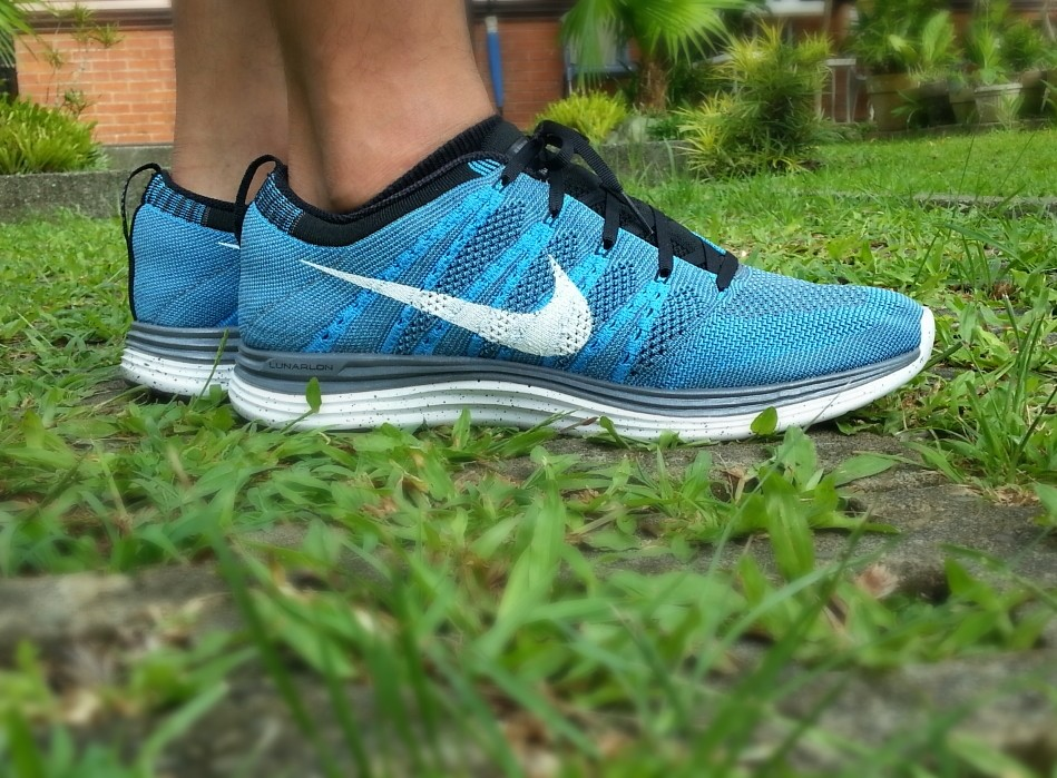 official photos e0358 d590d Nike Flyknit Lunar One Blue Glow