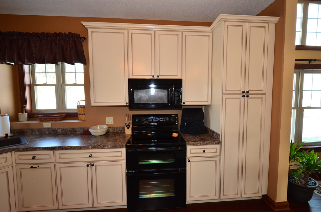 What Color Kitchen Cabinets For A Small Kitchen
