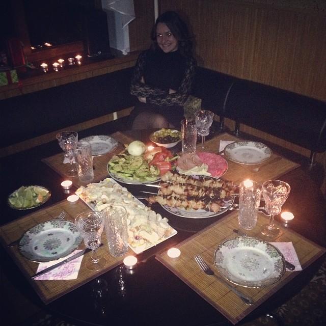 фото накрытый стол с алкоголем