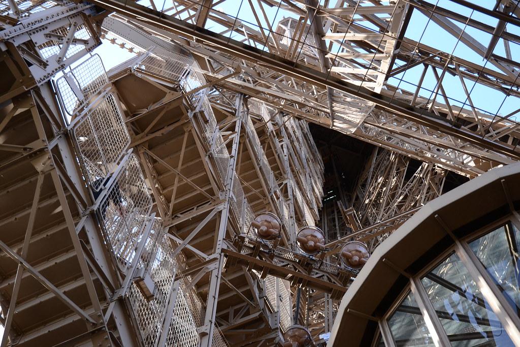 Escaliers de la tour eiffel tour eiffel par les escaliers flickr - Escalier de la tour eiffel ...