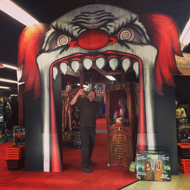 House decorations for halloween - Huge Scary Clown Arch As You Enter The Spirit Shop Hallowe Flickr