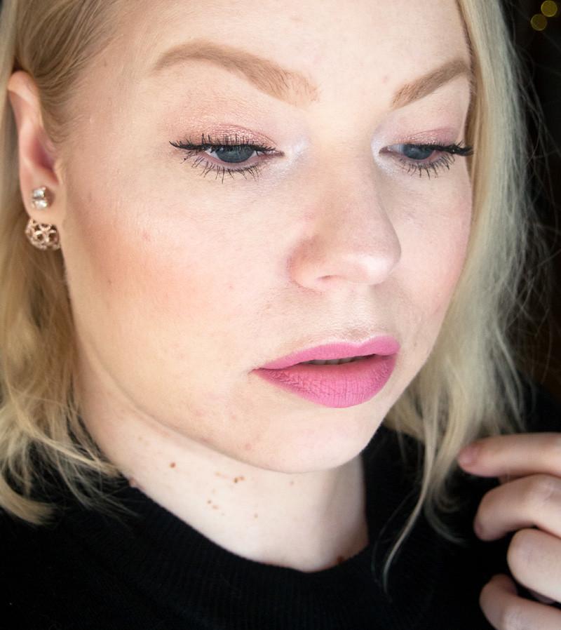 pink_makeup_vaaleanpunainen_meikki