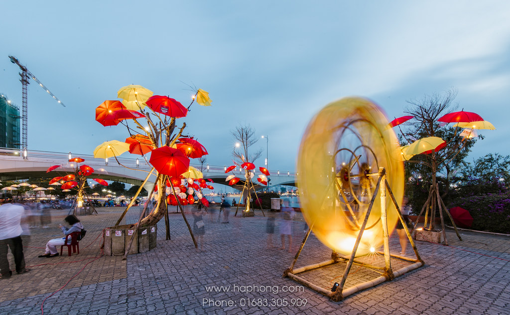 "Art performance: umbrella arrangement with theme: ""March Sunshine"" by Danang Center of Events and Festivals"