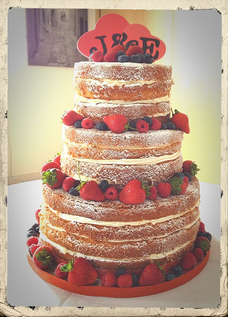 how to ice a fruit wedding cake wedding cake with fresh berries campbell 15743
