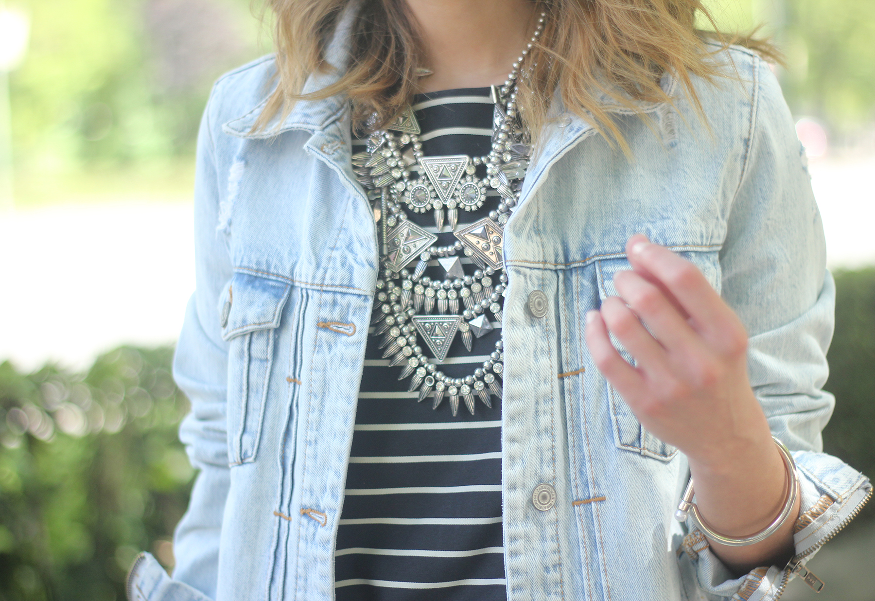 denim jacket sequins shorts striped top outfit17
