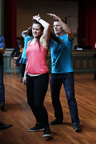 Deltakarar på dansekurs. Foto: Kjersti J. Nybø