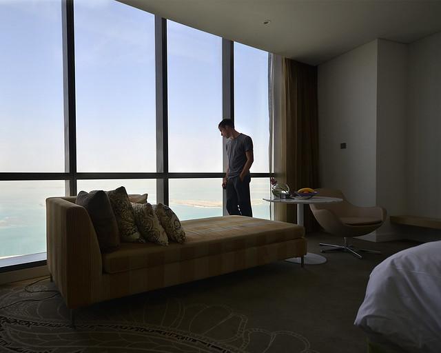 Por la mañana en mi habitación de Abu Dhabi en el hotel Etihad Towers