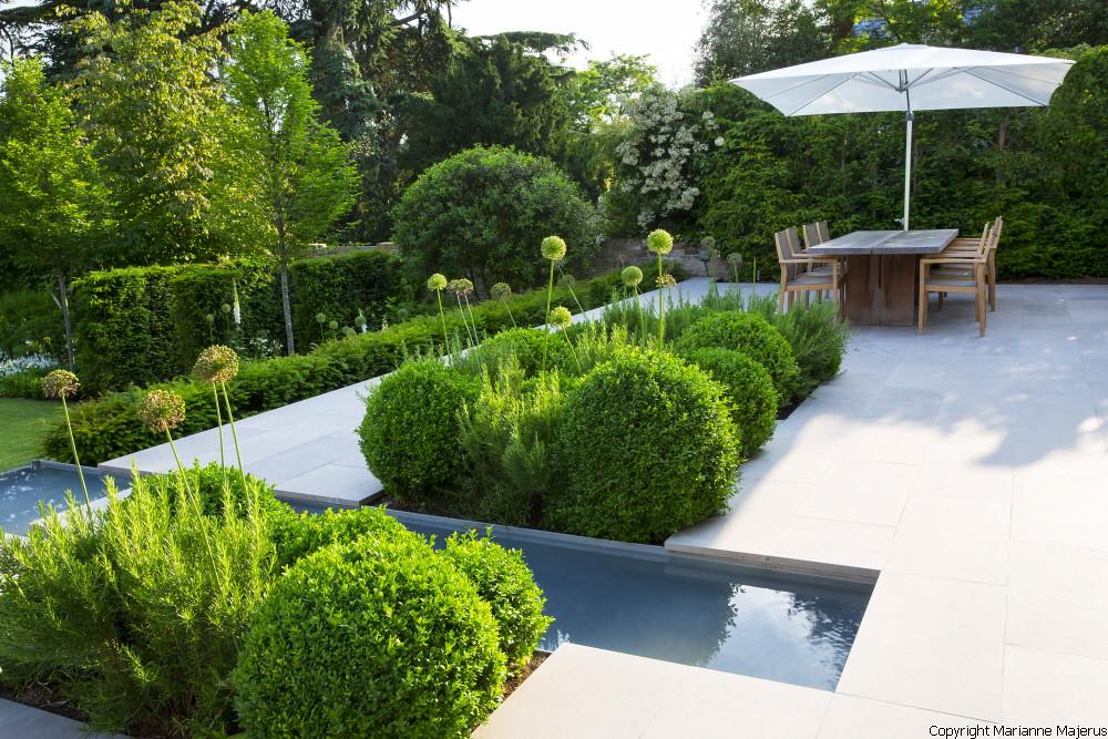 Formal structural garden 3 charlotte rowe copyright marian for Landscape architecture jobs australia