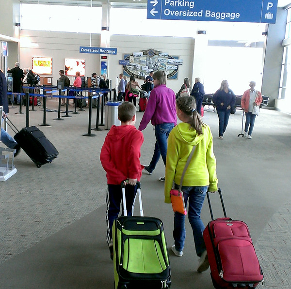3 Kids Travel Luggage Airport Goodncrazy Charlotte Flickr