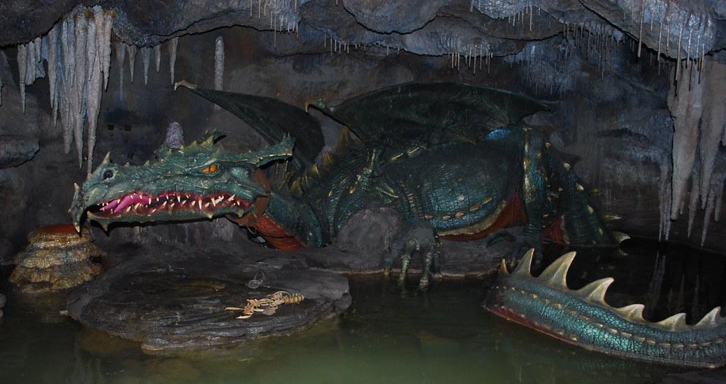 Disneyland Paris La Tanire Du Dragon Maleficent Lives