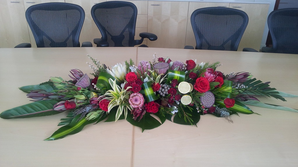 Corporate long and low floral arrangement fbdesign