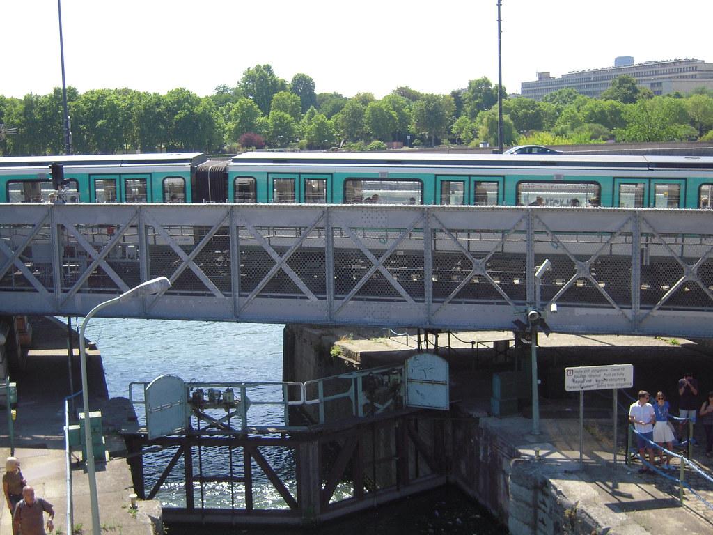 Quai de la rapee la station est ouverte en 1906 elle se for Exterieur quai le bouillon de l est