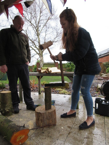 Splitting wood with froe for spoons