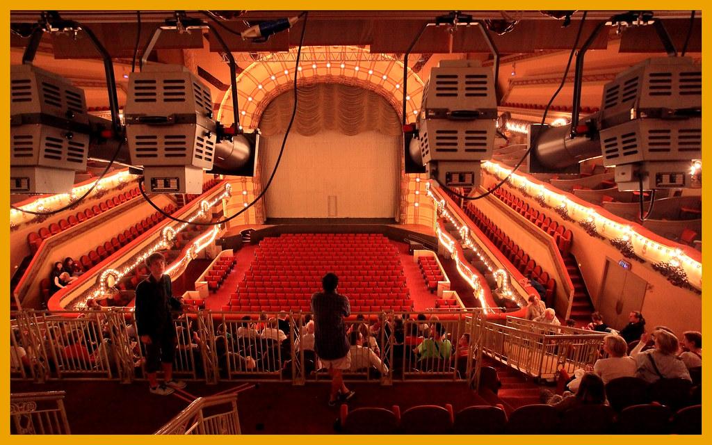 salle quot le forum quot 224 li 232 ge le forum est une salle de spectac flickr