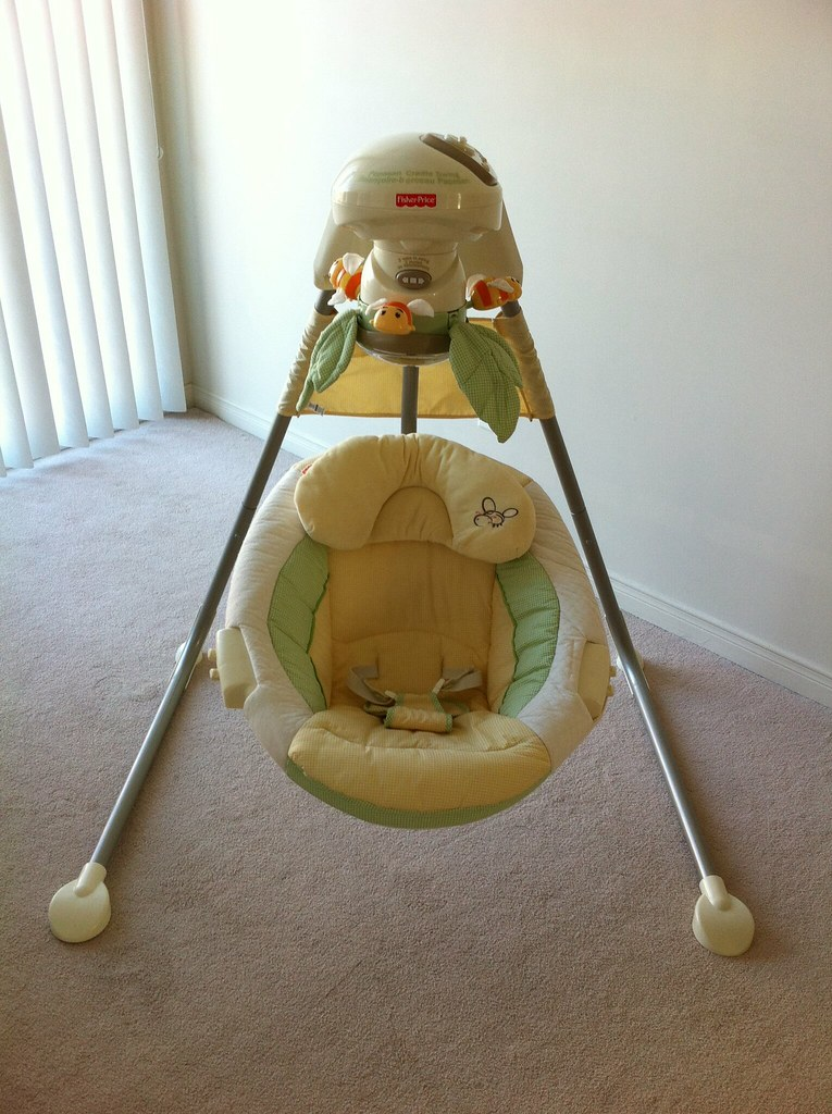 75 Fisher Price Nature S Touch Baby Papasan Cradle Swin