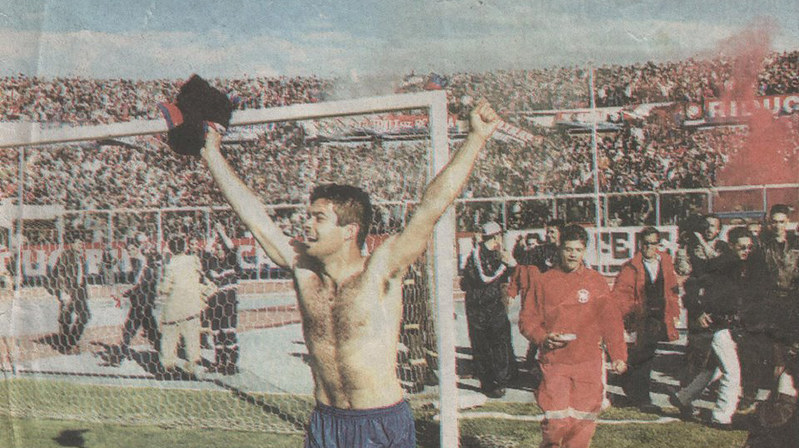 L'esultanza liberatoria di Roberto Manca dopo il gol al Messina