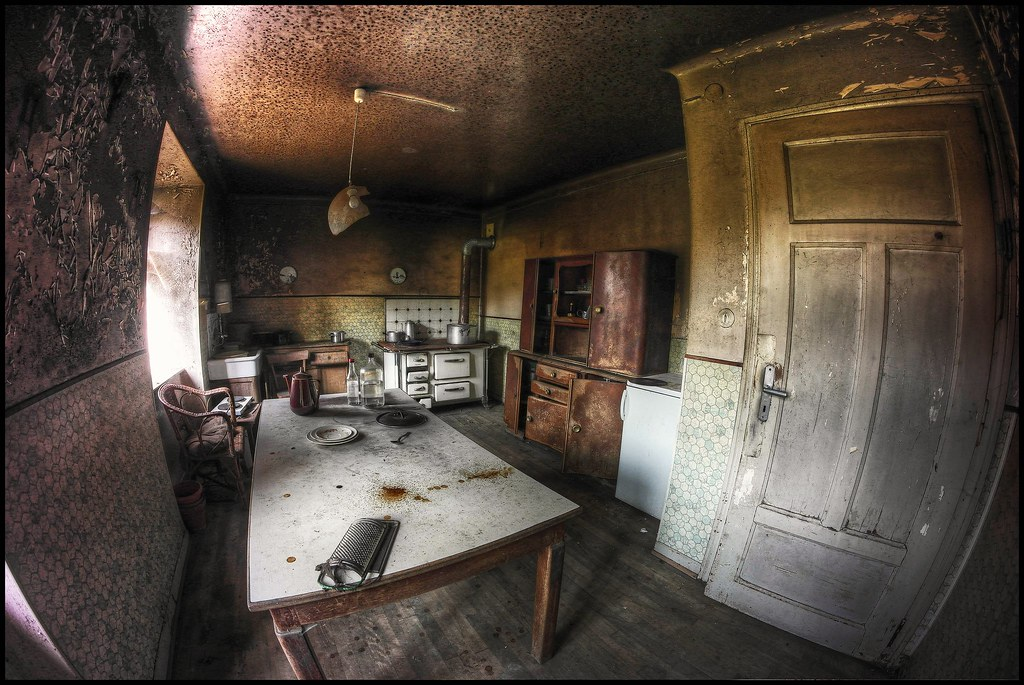 Creepy Kitchen Maison In The Woods A Fish Eye View Of: kitchen screensaver