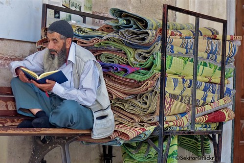 Reading at Laleli Mosque, Istanbul | by Sekitar