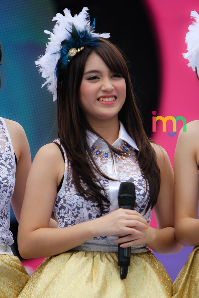 Nabilah Ratna Ayu Azalia | JKT48 at DahSyat RCTI 9 Maret ...