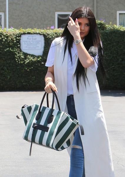 Kylie+Jenner+Kylie+Jenner+Pia+Mia+Shop+Fred+CSyMWZ8oFs-l