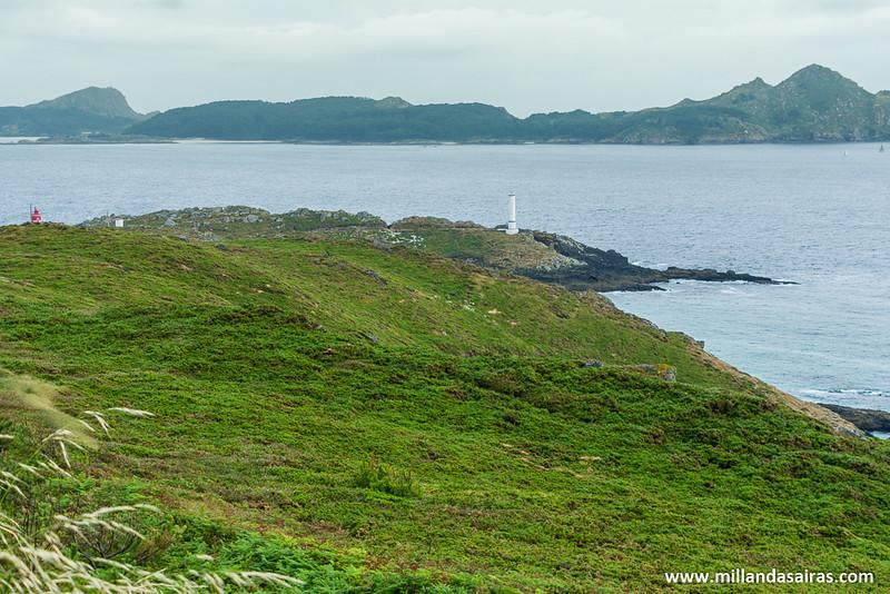 Cabo Home con las islas Cíes al fondo