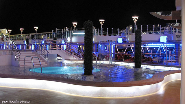 cruise_pool_evening_web