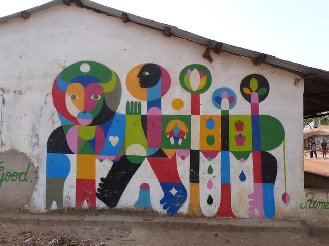 Pintura de Remed en una aldea pintada de Gambia